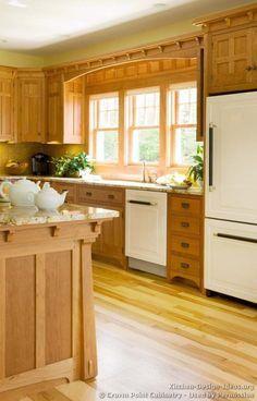 Craftsman Kitchen #22 (Crown-Point.com, Kitchen-Design-Ideas.org)