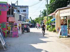 Blog Voyage milesandlove.com : Voyage Belize - rue principale de Caye Caulker