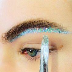 Glitter brows, new trend alert perhaps?  #browenvy #glitterbrows #fashionweek