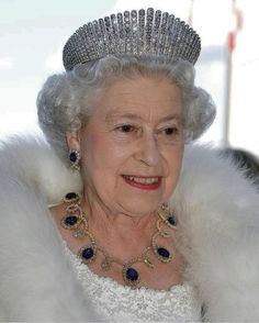Her Majesty The Queen in Canada 2005 Royal Crowns, Royal Tiaras, Prince Phillip, Prince Andrew, English Royal Family, Her Majesty The Queen, English Royalty, Royal Jewelry, Save The Queen