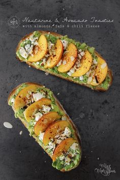 13 Fancy Avocado Toasts That Are Totally Craveable – XO, Katie Rosario Nectarine Avocado Toast with Almonds, Feta and Chili Flakes Best Avocado Toast Recipe, Avocado Recipes, Fruit Recipes, Cooking Recipes, Avacado Toast, Nectarine Recipes, Clean Eating Snacks, Healthy Snacks, Avocado Dessert