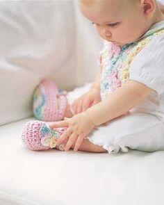 Crochet Flowers Baby Set (Bib & Booties)  free crochet pattern
