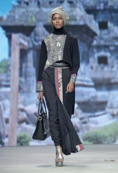 IFW 2015 – Tuty Adib – The Actual Style Modest Outfits, Modest Fashion, Hijab Fashion, Blouse Batik, Batik Dress, Moslem Fashion, Hijab Dress Party, Hijab Wear, Batik Fashion