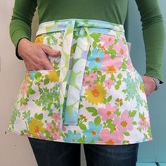 28 Crafty Ways To Upcycle Your Vintage Fabric - Heart Handmade Crafty Ways To Upcycle Your Vintage Fabric - Heart Handmade uk Aprons Vintage, Vintage Sheets, Upcycled Vintage, Vintage Fabrics, Vintage Linen, Vintage Floral, Embroidery Transfers, Embroidery Designs, Embroidery Kits