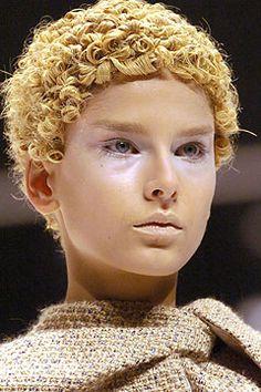Alexander McQueen - Fall 2004 Ready-to-Wear - Look 2 of 31