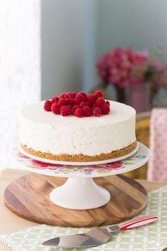 Una rica y deliciosa tarta mousse de crema pastelera que te hará triunfar. Es fácil, sin horno y la puedes preparar con antelación varios días!