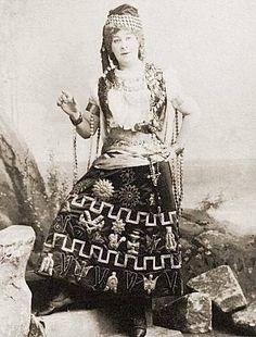 "Rosina Brandram as Ruth in ""The Pirates of Penzance"" (1900 DOC revival)"