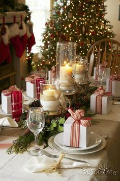 Cute christmas meal idea: little gifts on each place setting