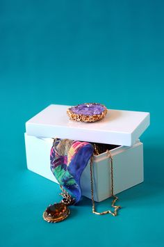 Make a crystal from borax and pipe cleaners! Glue to a box top to make a cool diy gift box. Good gift.
