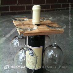 Praktický držák na skleničky