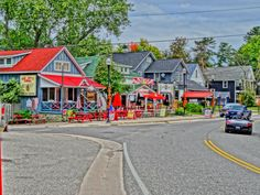 Discover the top Ontario small towns you'll fall in love with. From lake fronts to great shops, and delicious bakeries, you'll want to explore them all. Best Places To Live, Oh The Places You'll Go, Places To Travel, Amazing Places, Ontario Place, Ontario Travel, Ontario Camping, Canada Travel, Vacation Spots