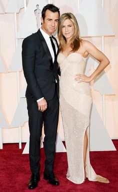 Jennifer Aniston Amps Up the Sex Appeal in Nude, Glittery Gown at the 2015 Oscars?See the Pic | E! Online Mobile