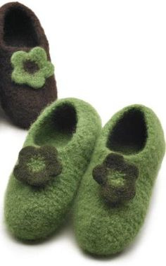 For cold feet Knit Crochet, Crochet Hats, Knitting Socks, Knit Socks, Diy And Crafts, Baby Shoes, Slippers, Felt, Kids