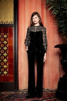 See the complete Veronica Beard Fall 2017 Ready-to-Wear collection.
