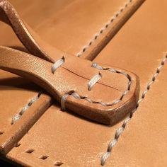 "233 отметок «Нравится», 4 комментариев — Daisuke Uchimura (@daisukenshin) в Instagram: «Leather Bag ""Connection part between bag and shoulder strap."" #leather #leathercraft #leatherwork…»"