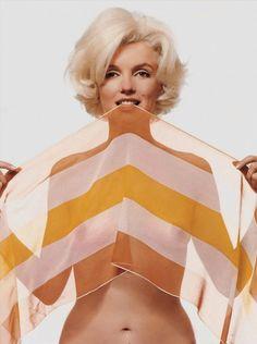 La primera modelo en las páginas centrales de la revista Playboy fué...Marylin Monroe