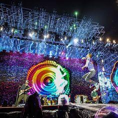 英搖天團 @Coldplay 終於降臨台北首場不畏風雨飆唱演唱 #Yellow  #TheScientist和多首像 #SomethingJustLikeThis的熱門歌曲明天還有一場噢誰也要去呢 完整歌單請至Vogue.com Photo Credit @livenationtw #Coldplay #ColdplayTaipei #voguetaiwan  via VOGUE TAIWAN MAGAZINE OFFICIAL INSTAGRAM - Fashion Campaigns  Haute Couture  Advertising  Editorial Photography  Magazine Cover Designs  Supermodels  Runway Models