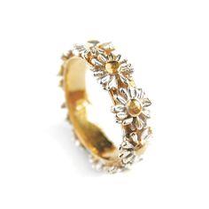 Daisy Wreath Ring. Love this!