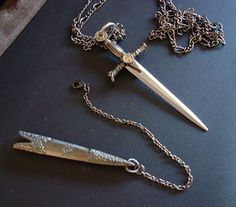 Fantasy Jewelry, Gothic Jewelry, Silver Jewelry, Swords And Daggers, Knives And Swords, Cute Jewelry, Jewelry Accessories, Jewelry Design, Pretty Knives