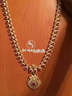 Gold Jewelry For Wedding Refferal: 4857684240 Gold Jewelry Simple, 18k Gold Jewelry, Gold Jewellery Design, Bridal Jewelry, Quartz Jewelry, Gold Haram Designs, Urban Jewelry, India Jewelry, Jewelry Patterns