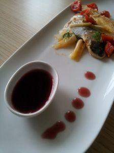 Filetti di branzino con cipollotti e riduzione di vino rosso!