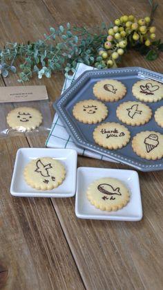 cottaスタッフさんの「なぞるだけで簡単!プリントクッキー」レシピ。製菓・製パン材料・調理器具の通販サイト【cotta*コッタ】では、人気・おすすめのお菓子、パンレシピも公開中!あなたのお菓子作り&パン作りを応援しています。 Easy Sweets, Sweets Recipes, Cookie Recipes, Snack Recipes, Snacks, Desserts, Biscotti Cookies, Galletas Cookies, Cute Food