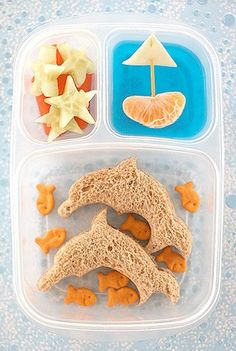 We did a LOT of searching & picked out over 50 of our favorite Bento Lunch Box ideas including several of our own. So many cute lunch ideas to pack up the kids for school! Cute Food, Good Food, Yummy Food, Toddler Meals, Kids Meals, Boite A Lunch, Healthy School Lunches, Healthy Snacks, Healthy Eating