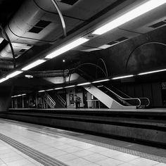 Um pouco de grafismo em branco e preto . . #graphics #riodejaneiro #metro #bnw #bw_lover #copacabana