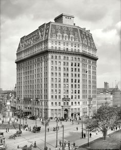 "Detroit, Michigan, circa 1912. ""Hotel Pontchartrain, Soldiers' and Sailors' Monument."""