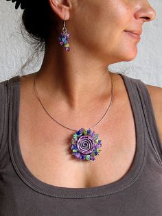 Mixed Color Statement Necklace Rose Pendant por aniesjewelry