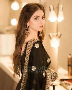 Pakistani Fashion Party Wear, Pakistani Wedding Outfits, Pakistani Dresses Casual, Pakistani Dress Design, Bridal Outfits, Stylish Dresses For Girls, Wedding Dresses For Girls, Stylish Girl Images, Party Wear Dresses
