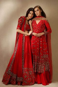 47 ideas fashion hipster girl clothes for 2019 Indian Wedding Outfits, Pakistani Outfits, Indian Outfits, Indian Attire, Indian Ethnic Wear, Traditional Fashion, Traditional Dresses, Girl Fashion, Fashion Dresses