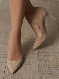 I've always liked neutral shoes with some outfits...so classy