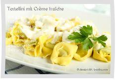 500 g Tortellini 100 g Schmelzkäse 125 ml Crème fraîche 100 ml Brühe 1 Zwiebel 1 TL Zitronensaft 2 EL Olivenöl Salz und Pfeffer