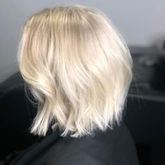 #hair #hairstyle #haircut #hairstyles #haircolor #hairdresser #haircolorist #hairstylist #hairart #hairdo #hairgoals #haircare #hairtutorial #haircuts #hairtransformation #hairfashion #hairpainting #hairvideo #hairdressing #hairideas #hairdye Hair Color Balayage, Haircolor, Haircuts, Hairstyles, Hairdresser, Balayage Hair Colour, Hair Color, Hairdos, Hair Makeup