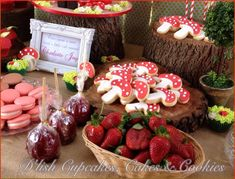 little red riding hood birthday party | little-red-riding-hood-birthday-party-girls-party-dessert-table