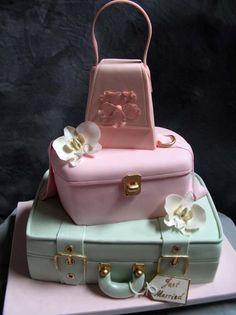 @Kathleen DeCosmo ♥♥♥  --> Luggage cake.