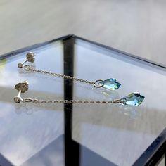 Boucles d'oreilles fines en argent 925 et goutte en cristal Swarovski bleu turquoise Bleu Turquoise, Bracelets, Swarovski, Boutique, Crystal, Gout, Jewelry Designer, Ears, Boucle D'oreille