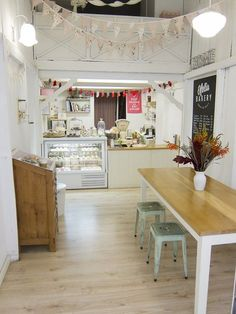 Ofelia Bakery has a nice, simple and inviting environment. The set-up is great inspiration for my own cake business. Bakery Shop Design, Coffee Shop Design, Restaurant Design, Small Coffee Shop, Coffee Shops, Bakery Decor, Bakery Interior, Cupcake Shop Interior, Bakery Ideas