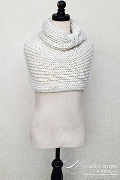 Free knitting pattern--cowl, I really want one...Christmas Wish List!