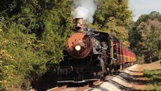 Take This Fall Foliage Train Ride Through Texas For A One-Of-A-Kind Experience