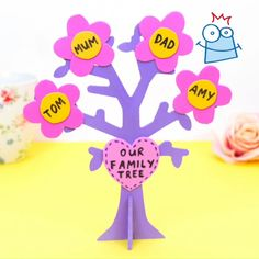 This family tree craft will make a lovely keepsake gift for your Mum on Mother's Day. Diy Family Tree Project, Family Tree For Kids, Family Tree Art, Free Family Tree, Preschool Family Theme, Preschool Crafts, Diy Crafts For Girls, Paper Crafts For Kids, Easy Art For Kids