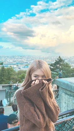 Jisoo, Jennie, Rosé, and Lisa Blackpink are hitting up the UK in spring. Kpop Girl Groups, Korean Girl Groups, Kpop Girls, Lisa Blackpink Wallpaper, Rose Wallpaper, Bts Instagram, Foto Rose, Blackpink Photos, Pictures