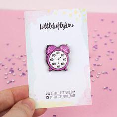 No O'Clock Pin Enamel Pin Pink Glitter alarm par LittleLeftyLou