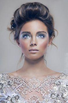 ice blue shadows, bronzer & pink/nude lips