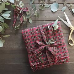 This impressive gift-wrap job by @laurairion deserves a round of applause, don't you think?
