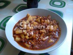 Jednoduchý bramborový guláš, jehož základem je vepřové ve vlastní šťávě. Vareni.cz - recepty, tipy a články o vaření. Chili, Soup, Chile, Soups, Chilis