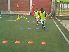 "PSICOMOTRICIDAD Y FÚTBOL CON ""TALENTOS"" - YouTube Fun Soccer Drills, Soccer Workouts, Football Tricks, Ronaldo Football, Speed Training, Soccer Training, Educational Games, Trainer, Goalkeeper"