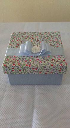 Caixa forrada com tecido floral det azul bb