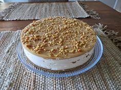 Kakustelija: Kinuski-suolapähkinäjuustokakku Sweet Pastries, Tiramisu, Camembert Cheese, Cheesecake, Food And Drink, Baking, Ethnic Recipes, Party, Desserts